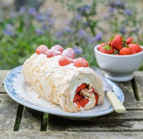 Strawberry Meringue Roulade 1