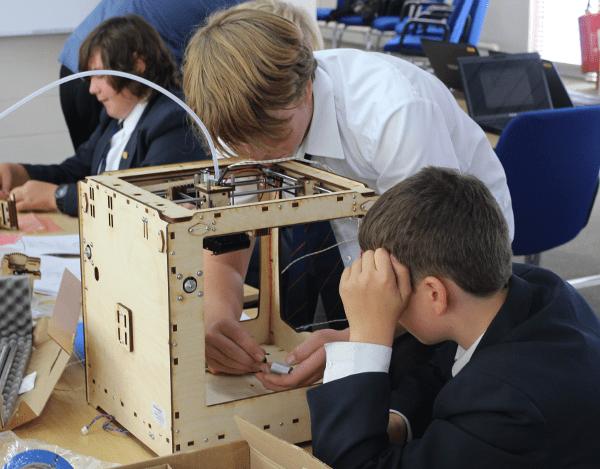 Kids making 3D printers!