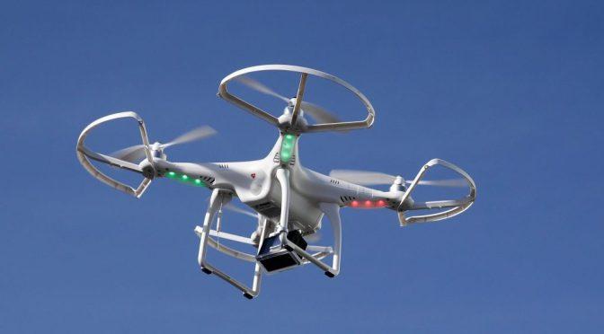 """Algorithmes de gestion pour un drone ultra-maniable en Open source par le<span class=""""caps"""">MIT</span>"""