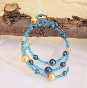 Blauwe sieradenset - Creatief en Simpel - Ga naar onze site voor de uitleg en meer leuke ideeen om zelf te maken in en om huis.