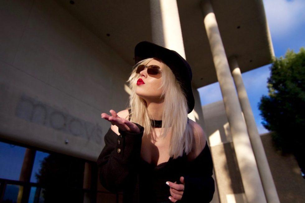 Black Hat - Red Lipstick - Blow a Kiss (1)