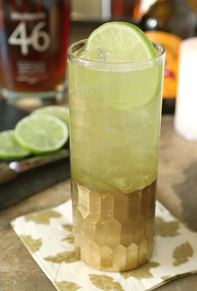 Honey Ginger Fizz Cocktail