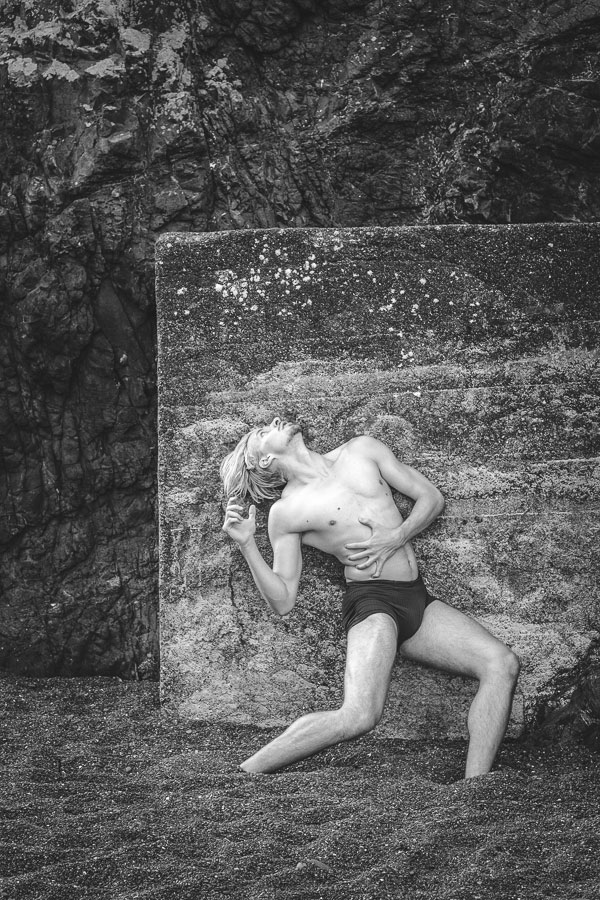 Black and white photo of dancer