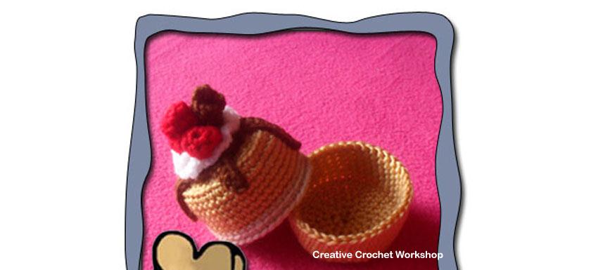 Mini Cake Gift Box - Free Crochet Pattern   Creative Crochet Workshop #freecrochetpattern