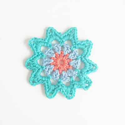 Free Flower Pattern Blue|SNICKERDOODLE SUNDAY FEATURE|CREATIVE CROCHET WORKSHOP