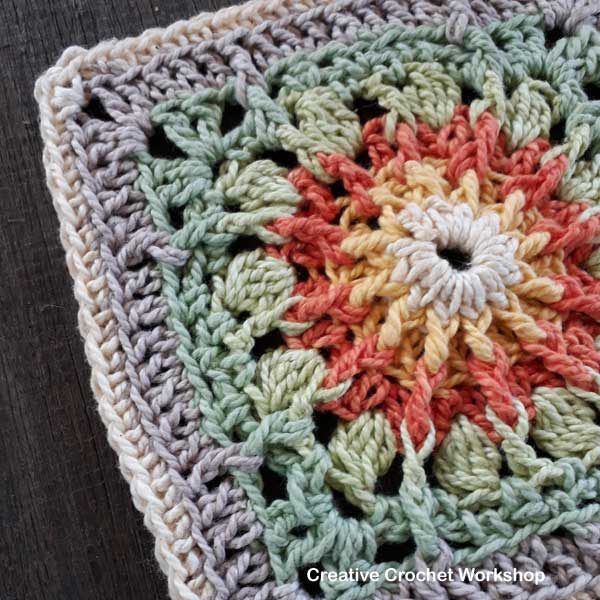 Fire Flower Square - Free Crochet Pattern | Creative Crochet Workshop #freecrochetpattern #crochet #crochetsquare