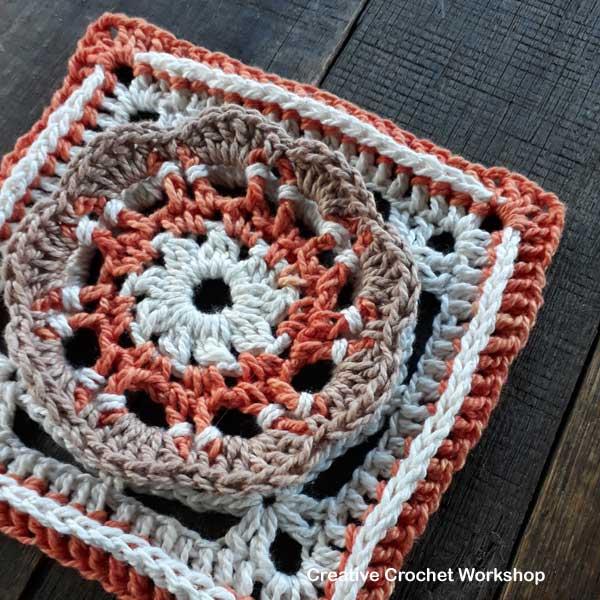 Scalloped Flower Square - Free Crochet Pattern | Creative Crochet Workshop #freecrochetpattern #crochet #crochetsquare