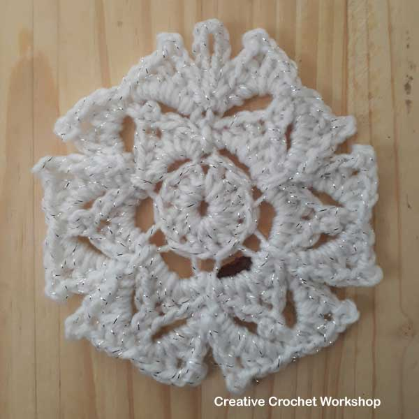 Sparkly Flower Snowflakes - Free Crochet Pattern | Creative Crochet Workshop #freecrochetpattern #crochet #crochetsnowflake #crochetflower #christmas #holiday