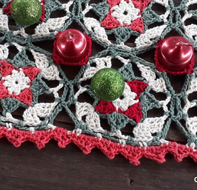 YULETIDE STAR SQUARE TABLE RUNNER