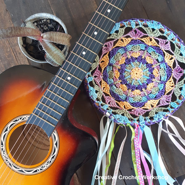 Boho Chic Dream Catcher - Free Crochet Pattern | Creative Crochet Workshop @creativecrochetworkshop #freecrochetpattern #crochetdecor #bohocrochet #bohemian #crochet