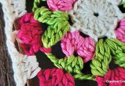 Floret Mini Square | Creative Crochet Workshop #freecrochetpattern #crochetsquare #grannysquareday2019 #crochetgrannysquare