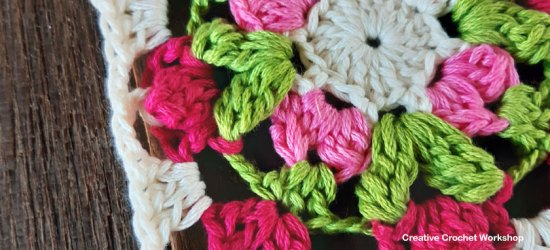 Floret Mini Square | Creative Crochet Workshop #freecrochetpattern #crochetsquare #grannysquareday2019 #crochetgrannysquare