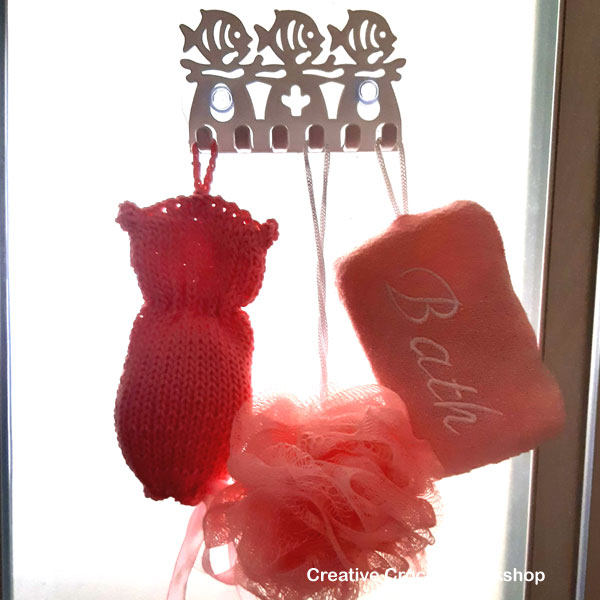 Cute Kitty Soap Saver - Free Knitting Pattern | Creative Crochet Workshop #KALCorner #lionbrand #lionbrandyarn