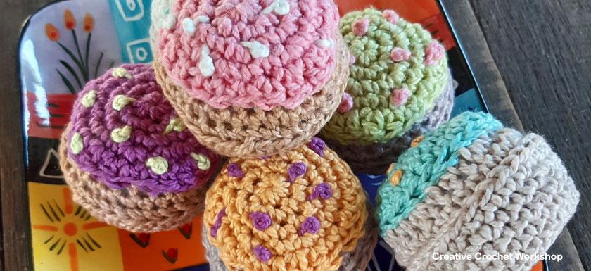 Crochet Cupcake Play Food - Free Crochet Pattern | Creative Crochet Workshop #freecrochetpattern #crochet #crochetfood #crochetcupcake #playfood @creativecrochetworkshop