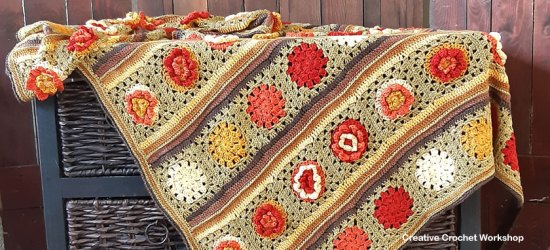 Granny Flower Crochet Blanket - Free Crochet Pattern | Creative Crochet Workshop @creativecrochetworkshop #freecrochetpattern #crochetblanket #crochetthrow