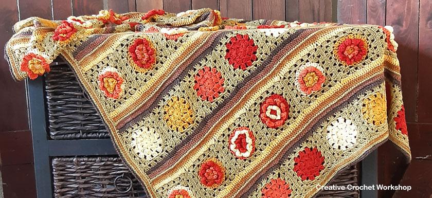 Granny Flower Crochet Blanket - Free Crochet Pattern | Creative Crochet Workshop @creativecrochetworkshop #freecrochetpattern #crochetblanket #crochetthrow