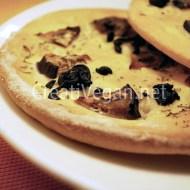 Focaccias con berenjena y olivas negras