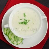 Sopa fría de pepino y coco al eneldo y perejil