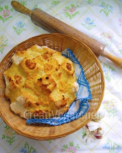 Pan con ajo y edam (vegano)