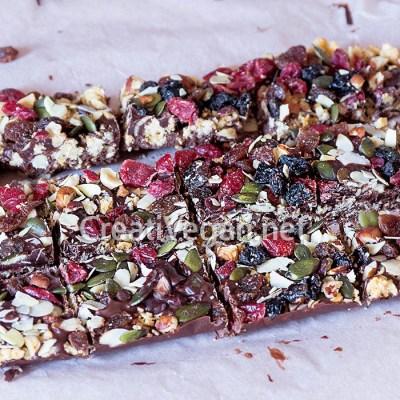 Barritas de muesli y chocolate con frutos secos