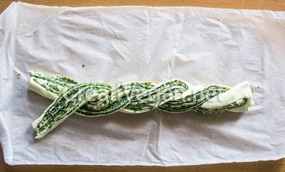 Corona de hojaldre trenzado con crema de espinacas especiadas - instrucciones