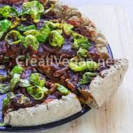 Pizza integral barbacoa (un poco) oriental con chips de coles de bruselas