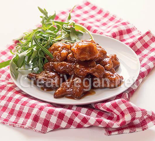 Torreznos veganos de seitán con salsa barbacoa