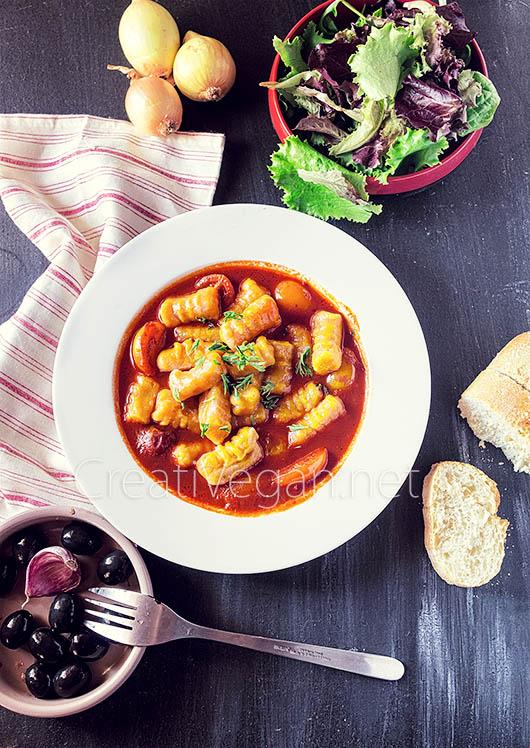 Gnocchi de calabaza potimarron con salsa de tomates y ñoras - CreatiVegan.net