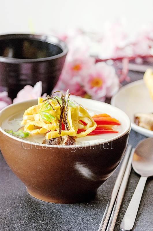 Tteokguk, sopa coreana con pasta de arroz