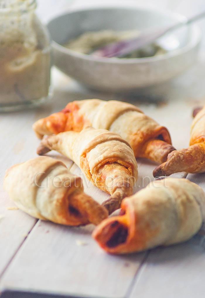 Mini croissants hojaldrados rellenos de patés vegetales -  CreatiVegan.net