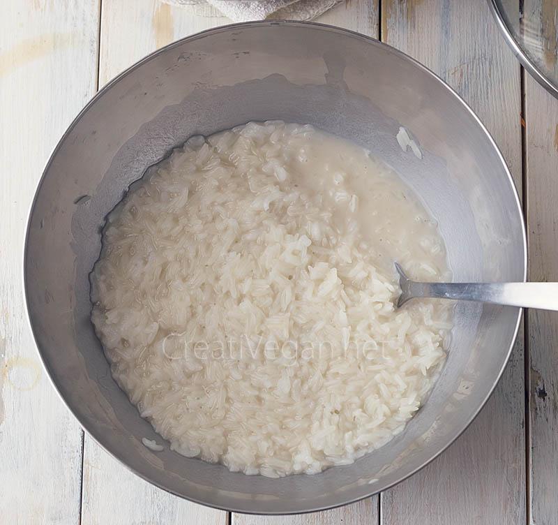 Preparación de arroz glutinoso con mango - CreatiVegan.net