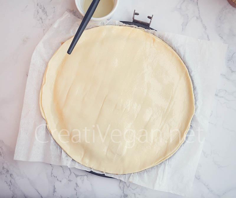 Preparación de galette des rois rellena de turrón