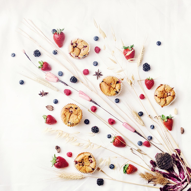 Magdalenas de coco con frutas del bosque y aroma floral - Creati