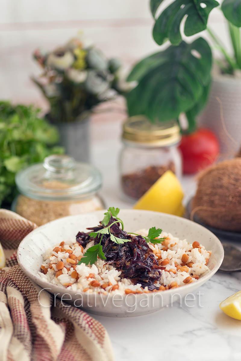 Mujadara, lentejas con arroz y cebolla caramelizada