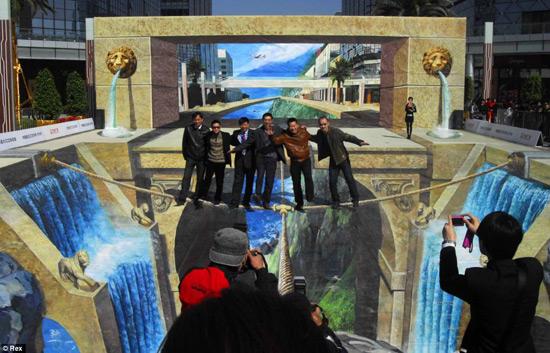 68370fd96e05441386495c1e3d07fc09 55+ Amazing 3D Street Art Guerrilla Marketing Examples Guerilla Marketing Example