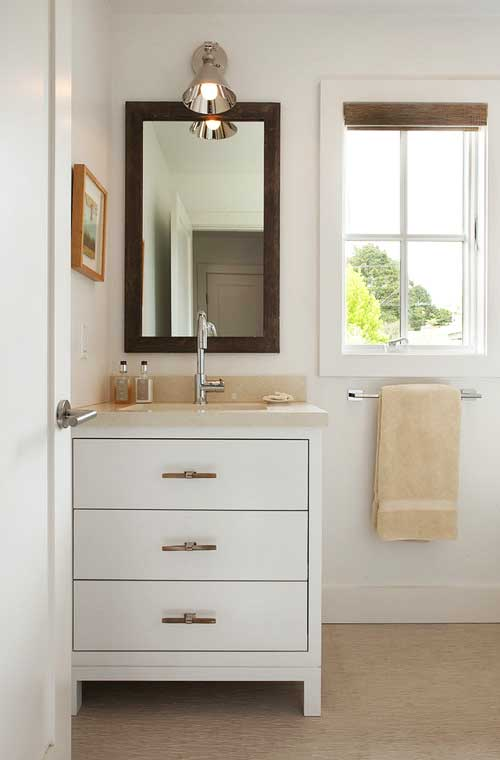 Simple bathroom decoration for small space