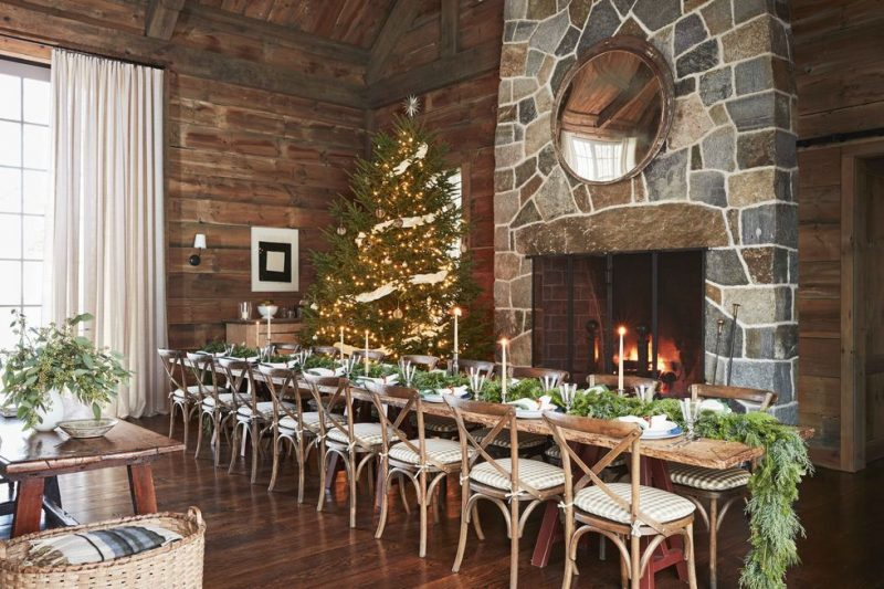 A cedar, balsam, and white pine garland, sleek candles, and emerald linen dress
