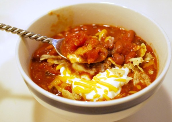 EASY Slow Cooker Chicken Chili #slowcooker #dinner #recipe #chili #fallrecipe