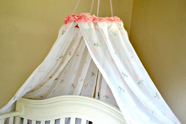 Check out this SIMPLE and CHEAP way to #upcycle curtains into a DIY Hand Stamped Canopy! #handstamped #DIY #CreateAndShareChallenge #girlsroom