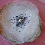 Brosa handmade din voal cu margele aplicate