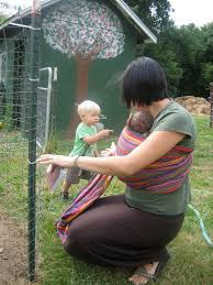 10 benefits of babywearing