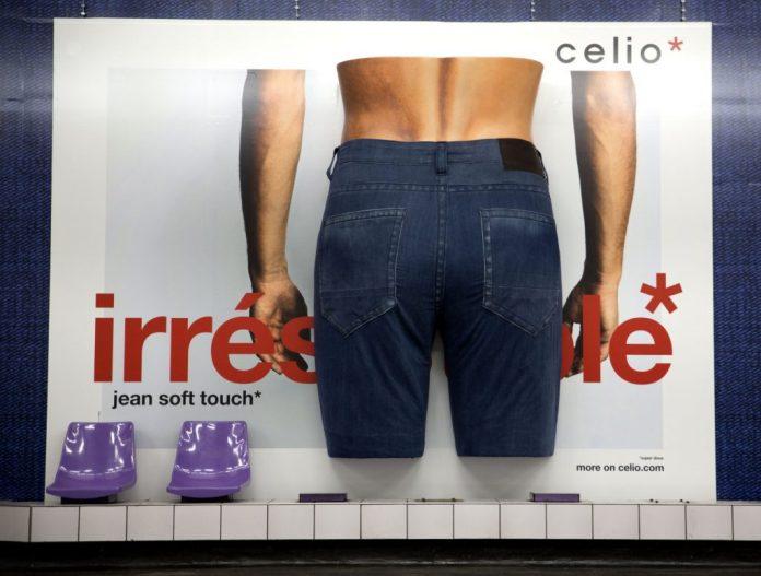 celio-affiche-un-jean-xxl-dans-le-metro