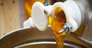 Best Honey Extractors Reviews