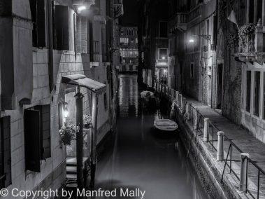 Kanal in Venedig mit Blick auf Canale Grande