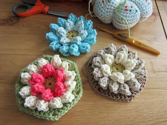 Come fare mattonella esagonale a uncinetto con fiore in