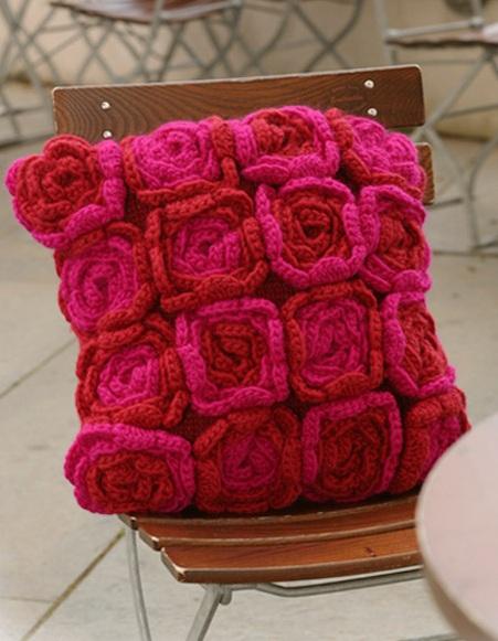 Come fare cuscino con fiori a maglia e uncinetto