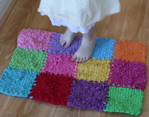 Come fare tappeto con magliette da riciclare e telaietto