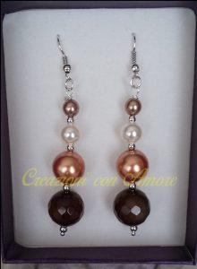 orecchini pendenti con perline e agata marrone