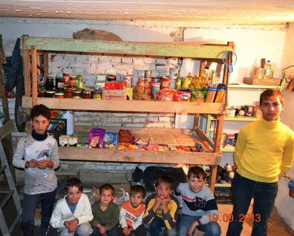 Cei 7 orfanii din Agnita * ,,CAMARA,, Prichindeilor . Azi e plina datorita voua minunatilor nostri prieteni . Bob cu bob ca furnicutza o sa trecem si de iarna asta . Multumim din suflet . * www.credinta-ortodoxa.com