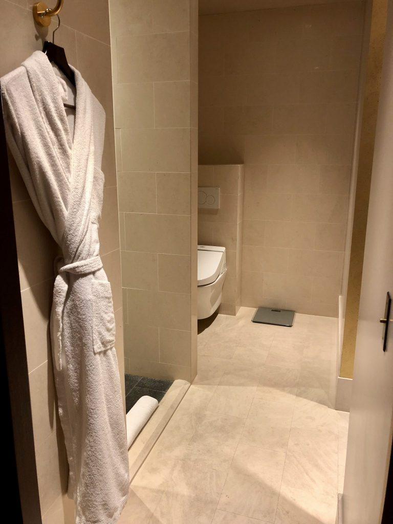Park Hyatt Paris King Deluxe Bathroom